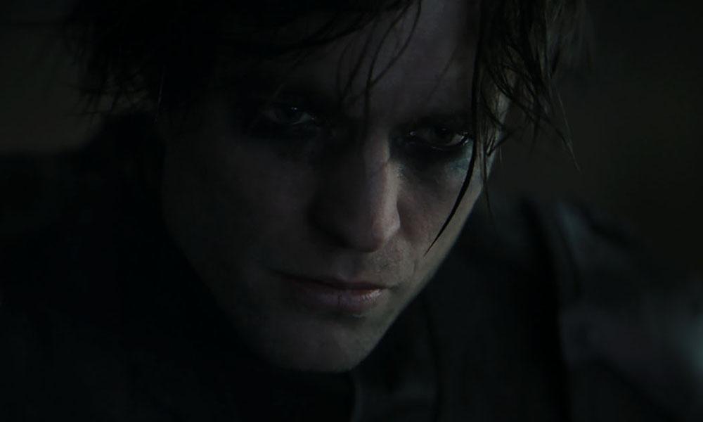 Robert Pattinson interpretando a Batman en su nueva película